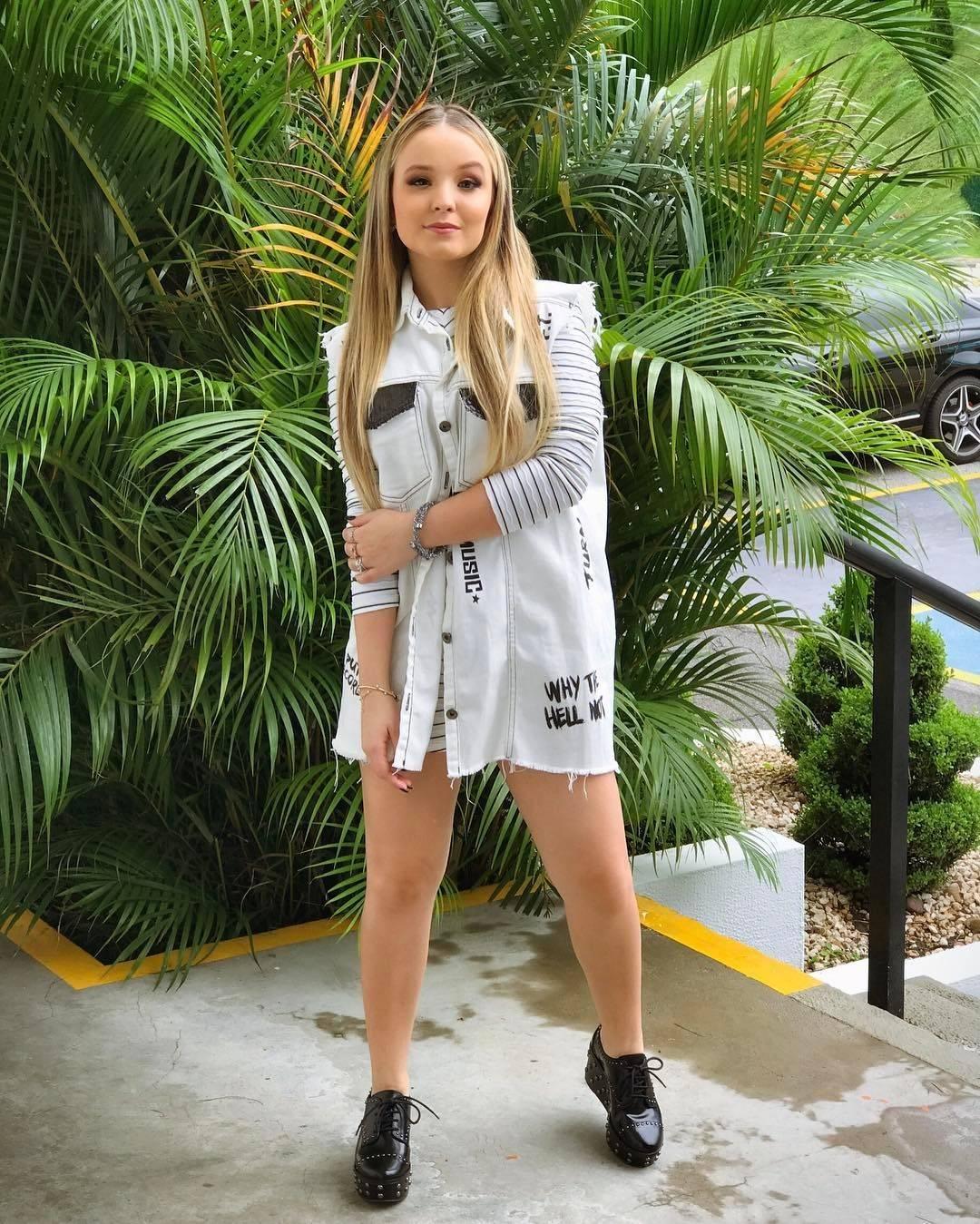 d33be4787a7b5 O estilo de Larissa Manoela  30 looks da atriz para você se inspirar -  Fotos - R7 Moda