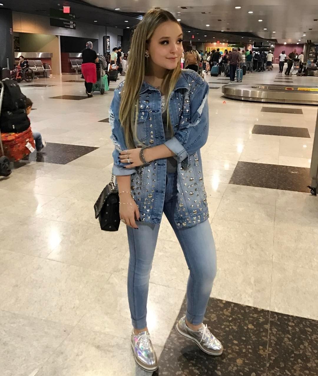 O estilo de Larissa Manoela  30 looks da atriz para você se inspirar -  Fotos - R7 Moda 614c7ef3fe