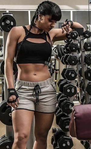 Graciele Lacerda está feliz com o corpo apesar da nova dieta