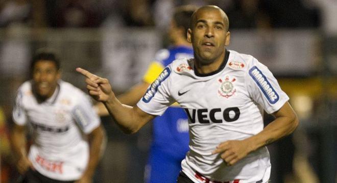 Emerson Sheik fez gol na final da Libertadores de 2012, no jogo contra o Boca Juniors.