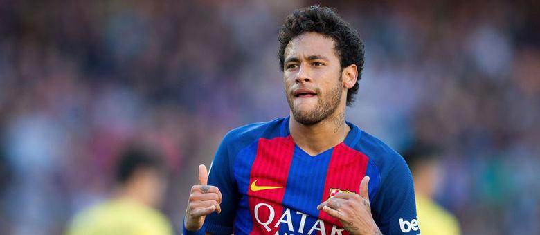 Neymar chegou ao Barcelona na temporada 2013/2014 em negociação que foi bastante polêmica