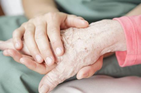 Mal de Alzheimer acomete em sua maioria idosos