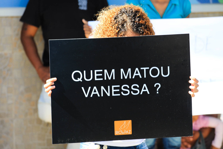Menina de 11 anos morre atingida por bala perdida no Rio
