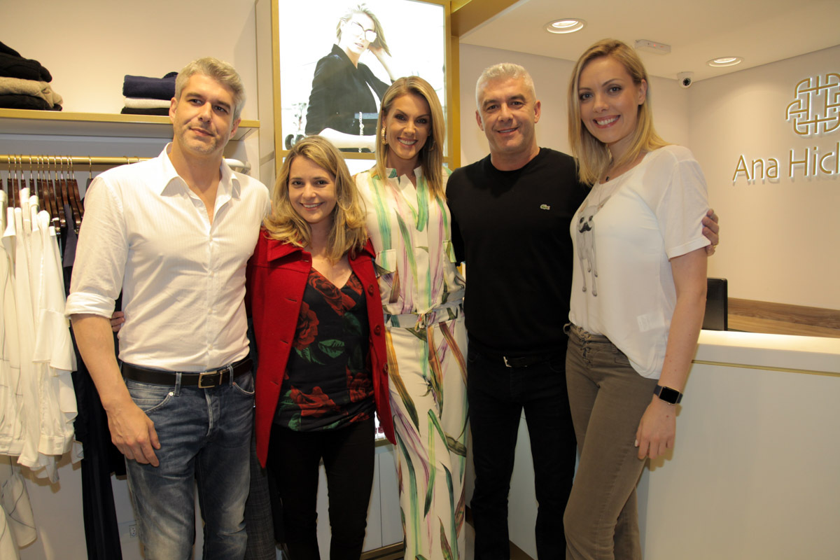 3ae8cf127e0eb ... Ana ainda contou com a presença de seu marido Alexandre Correa e outros  familiares  Ana Hickmann ...