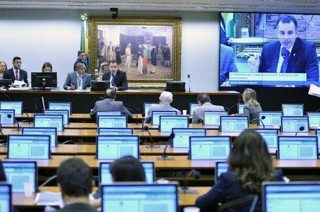 Câmara recebeu denúncia de corrupção passiva contra Temer