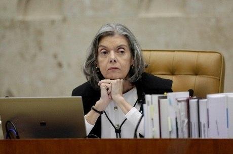 Presidente do Supremo, Cármen Lúcia negou recurso para suspender andamento da denúncia contra Temer em comissão da Câmara