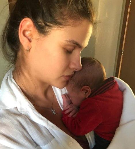 Andressa Suita fala dos primeiros dias com o filho recém-nascido