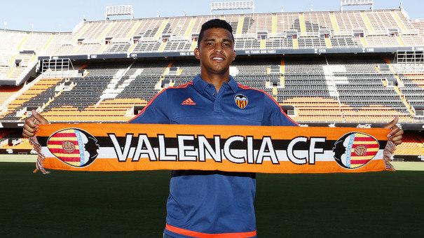 Valencia confirma empréstimo de zagueiro ao São Paulo