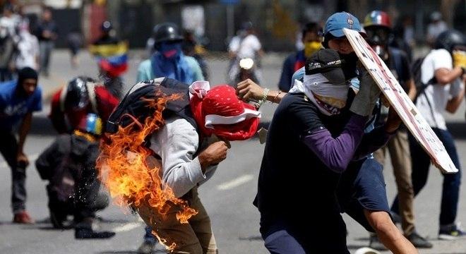 Confronto entre manifestantes e policiais é muito frequente na Venezuela