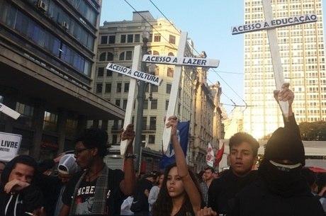 Estudantes protestaram nesta quarta-feira (12)