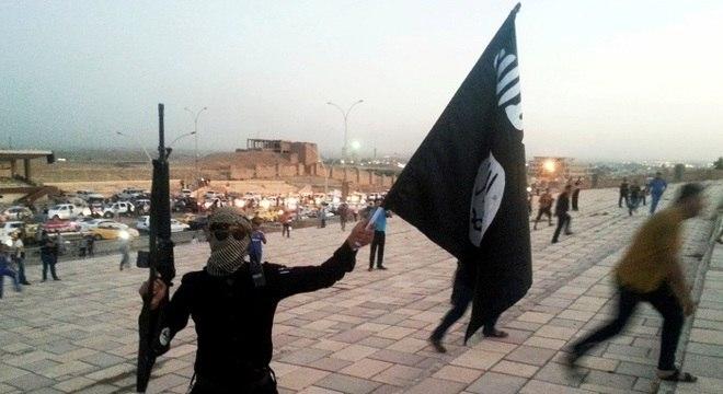 Estado Islâmico se espalhou pela Síria; EUA e países europeus combateram radicais