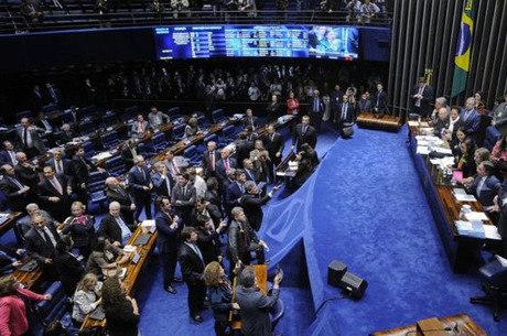 Sessão que votou a reforma trabalhista no Senado nesta terça-feira
