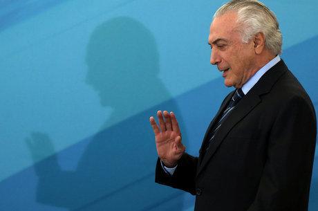 Resultado de imagem para Temer diz que quem 'ganha é o Brasil' com sua vitória na Câmara