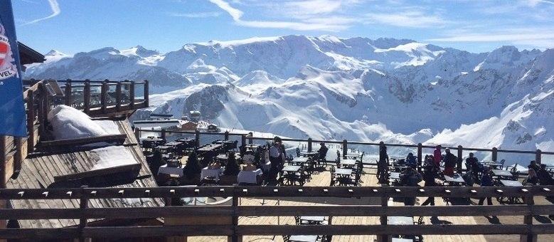 Visite lugares fantásticos, como o restaurante Les Verdons, no topo da montanha