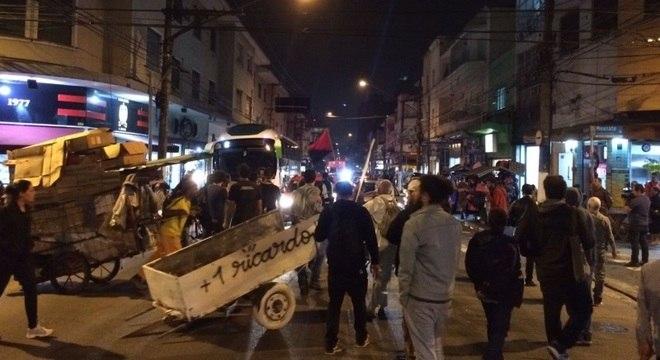 Protesto ocorre no local onde Ricardo Nascimento morreu, na zona oeste de SP