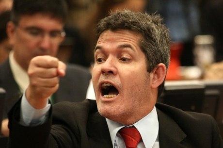 Delegado Waldir (PSL-GO) fez duras críticas à reestruturação