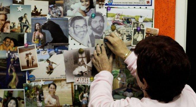 Pela casa, Joice espalhou as lembranças fotográficas que tem junto ao marido Fernando, morto no acidente em Congonhas