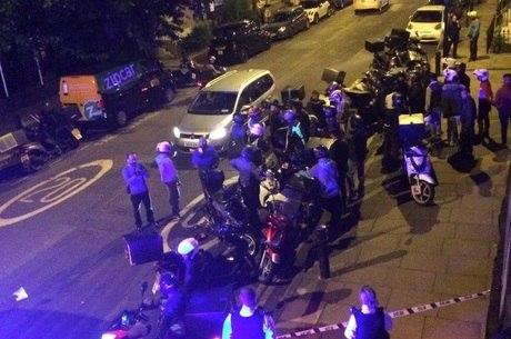 Polícia metropolitana respondeu a chamado por ataque com ácido na região de Hackney, no nordeste de Londres. Um adolescente foi detido