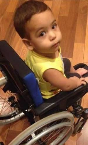 Aos 2 anos e 8 meses, Arthur perdeu as forças dos braços, pernas e pescoço