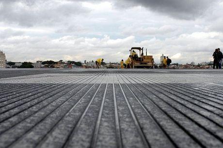 Pistas do aeroporto de Congonhas (SP) receberam ranhuras e pousos e decolagens foram restringidos