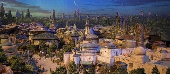 Disney revela prévia do que será a tar Wars Land, prevista para 2019