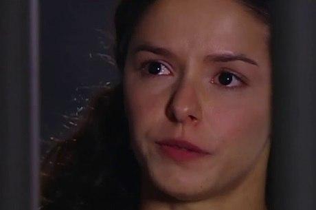 Isaura sofre ao descobrir que Álvaro passou a noite com Branca
