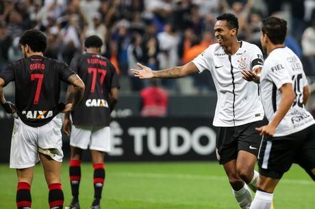 Corinthians e Atlético-PR empataram no domingo (16)