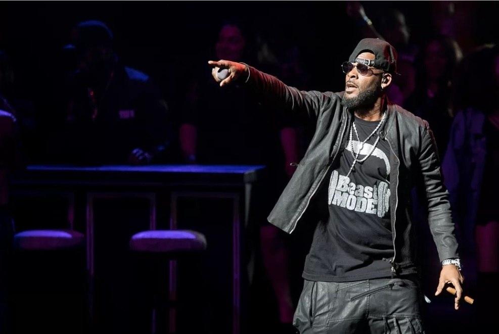 Rapper R. Kelly se envolve em escândalo