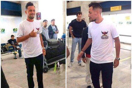 Diego Alves chega ao Rio de Janeiro para se apresentar ao Flamengo