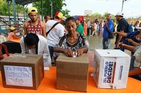 7 milhões de venezuelanos participaram do plebiscito informal