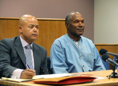 OJ Simpson é libertado da<br />cadeia após nove anos preso