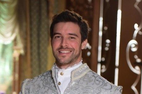 Bernardo Velasco interpreta o príncipe Enrico em Belaventura