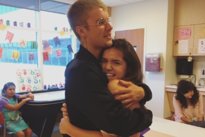 Justin Bieber visita hospital infantil na Califórnia e emociona pacientes