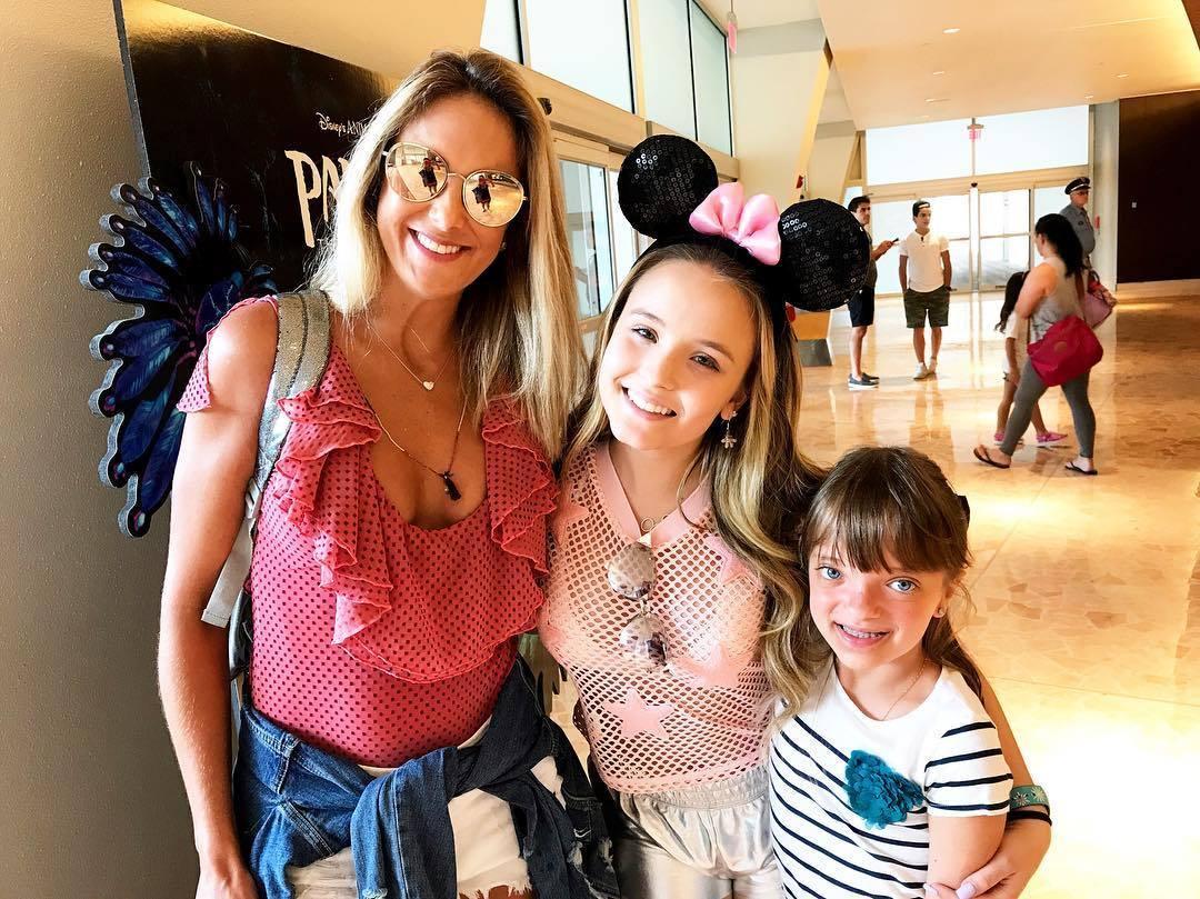 Ticiane Pinheiro e Rafinha se divertem com Larissa Manoela na Disney - R7  Meu Estilo - R7 Casa e Família 8397a00ab7
