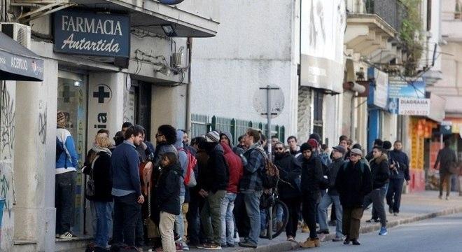 Usuários enfrentaram filas para comprar a erva