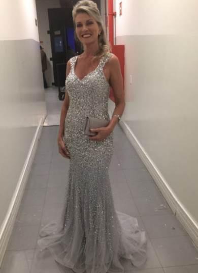 340cd38576 Ronaldo Ésper dá dicas de vestidos para bodas de prata e de ouro no ...