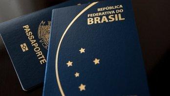 Após suspensão, PF começa a distribuir 1º lote de passaportes (BBC BRASIL)