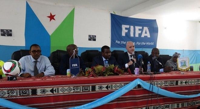 O presidente da Fifa Gianni Infantino, em visita ao Djibouti, em março de 2016