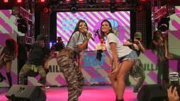 """Solteira, Bruna Marquezine rebola e faz """"quadradinho"""" em baile funk ()"""