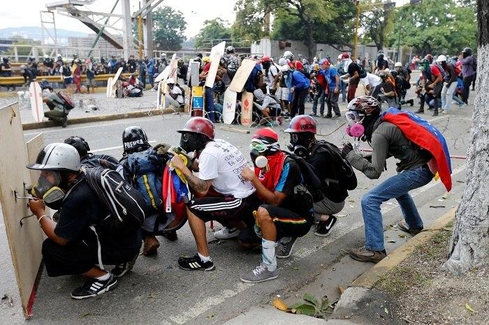 Autores de 'Despacito' indignados com versão de Maduro