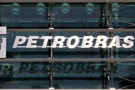 Petrobras está entre as estatais que mais cortaram pessoal