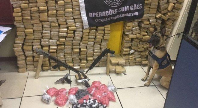 Policiais do BAC apreenderam cerca de uma tonelada de drogas em operação no Pavão-Pavãozinho