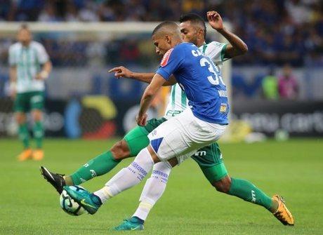 Cruzeiro empata no fim do jogo e despacha o Palmeiras do torneio
