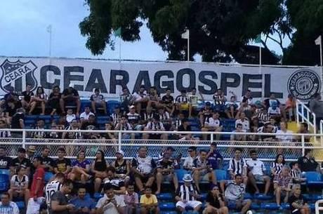 Torcida Ceará Gospel durante jogo do Vovô