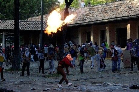 """Repressão a protestos na votação para a Constituinte: Itamaraty diz que nova Assembleia """"formaria ordem constitucional paralela"""""""