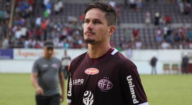 Tadeu jogou com Vanderlei no Coritiba e tem santista como inspiração até hoje