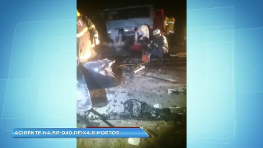 Acidente entre carro e van deixa oito mortos em rodovia de Minas