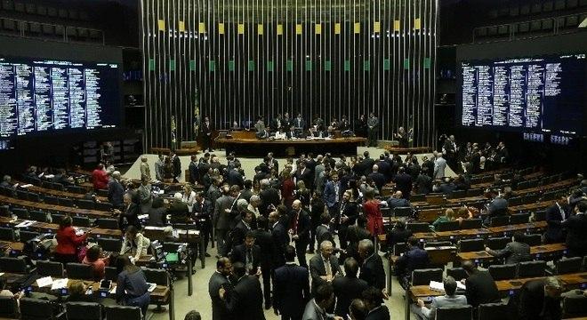Plenário da Câmara nesta quarta, antes do início da sessão que discute a denúncia