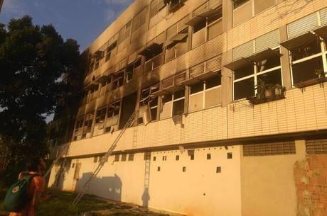 Fogo causa pânico em estudantes que moram no alojamento da UFRJ
