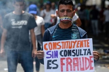 Manifestante durante protesto na Venezuela